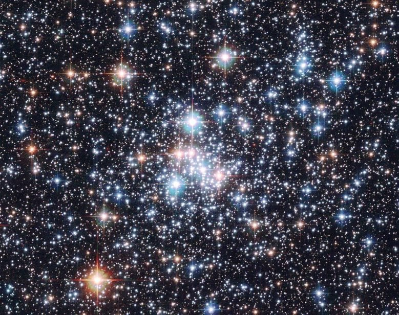 Stellar clusters like NCG 290, an open cluster in the Small Magellanic Cloud, are a main subject of research in the stellar evolution group, as they allow stringent tests of the theory of stellar structure.