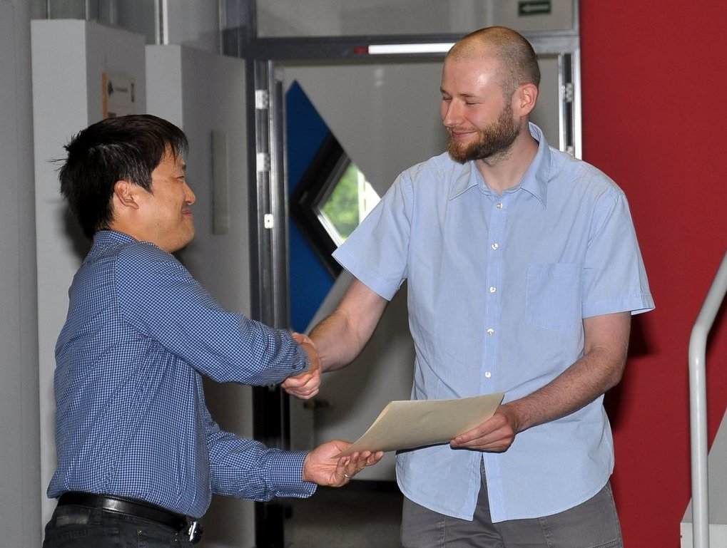 Award winner Marco Selig receives the certificate from MPA director Eiichiro Komatsu