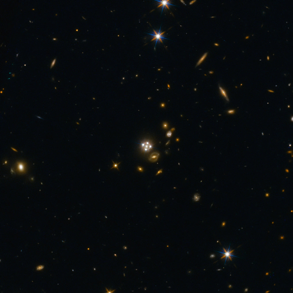 <p>HE0435-1223, located in the centre of this wide-field image, is among the five best lensed quasars discovered to date. The foreground galaxy creates four almost evenly distributed images of the distant quasar around it.</p>