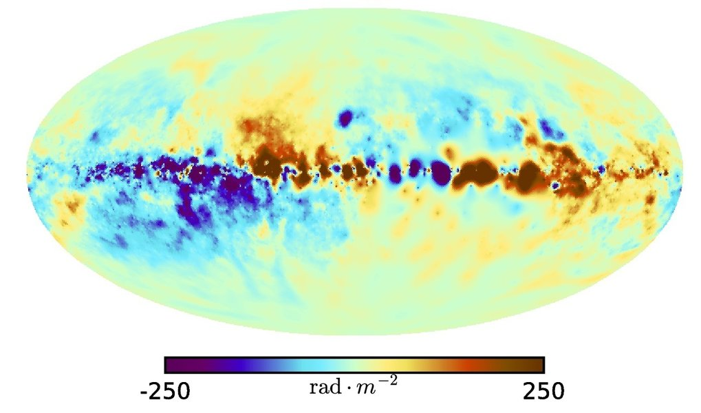 <p>Fig. 2: Map of the Faraday effect in the Milky Way. This map shows the line-of-sight component of the galactic magnetic field weighted with the amount of thermal electrons, projected along each line of sight through the Milky Way. Regions where the magnetic field is mainly directed at us are red and regions in which it points away from us are blue.</p>