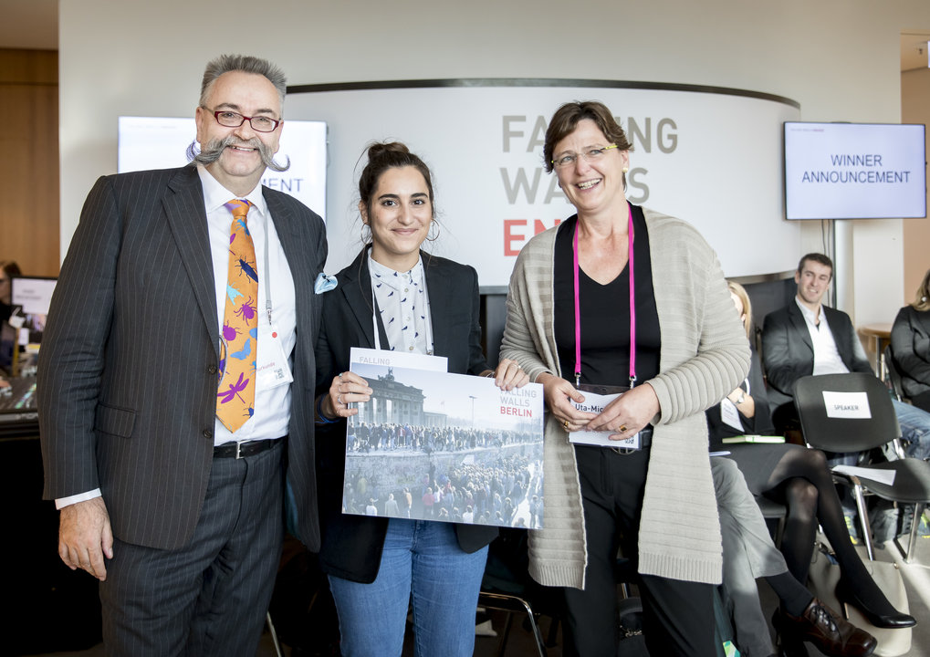 Prize winner Francesca Fragkoudi with Johannes Vogel (Museum für Naturkunde Berlin) and Uta-Micaela Dürig (Robert-Bosch-Stiftung), both members of the jury.